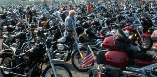 Motorräder in Massen.