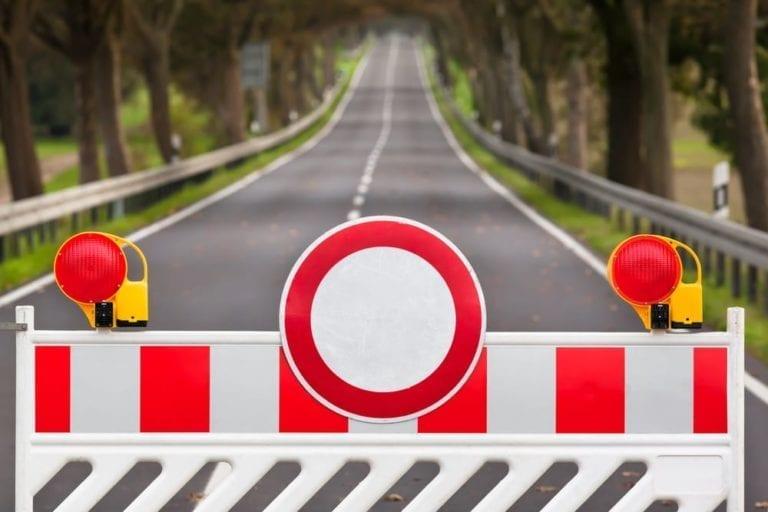 Straßensperrung an dem Suerhoper Brunnenweg