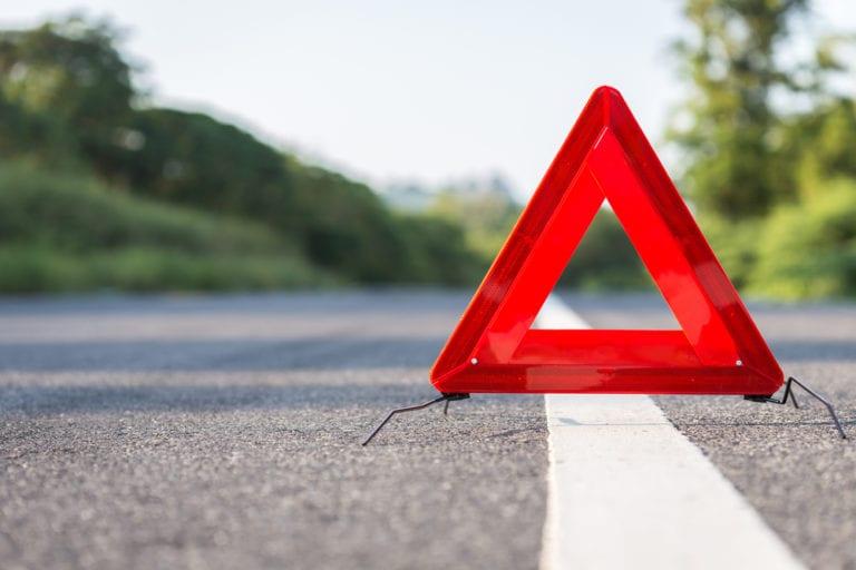 Unfall auf der A1 – Verursacher flüchtet zu Fuß