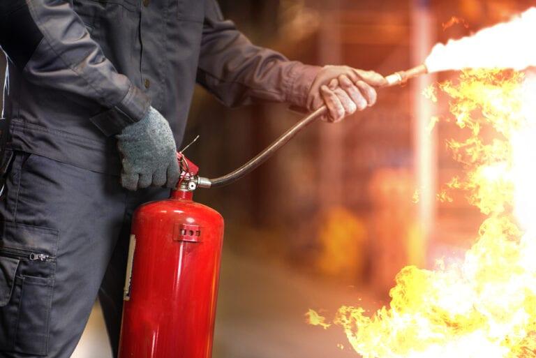 Brennender Müll in der Poststraße – Zeugen gesucht!