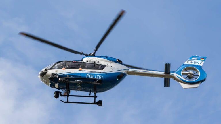 Hubschrauber und Hundestaffel auf der Suche nach vermisster Frau in Holm-Seppensen