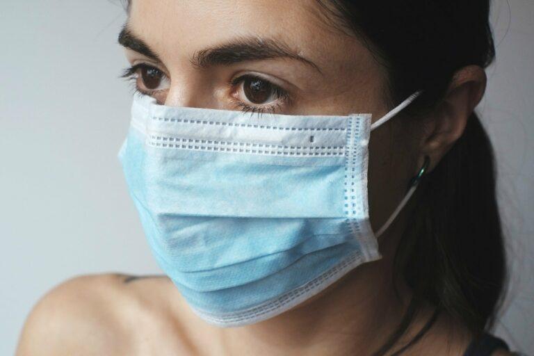 Gereizte Haut vom ständigen Maske tragen? Die Löns Apotheke gibt Tipps