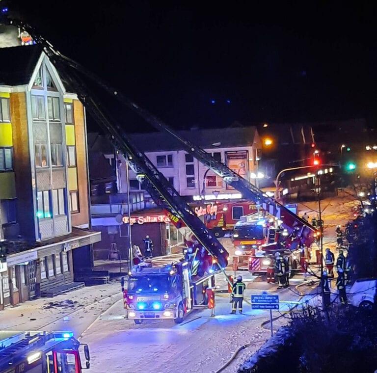 Bestandsaufnahme nach Brand eines Wohn- und Geschäftshauses