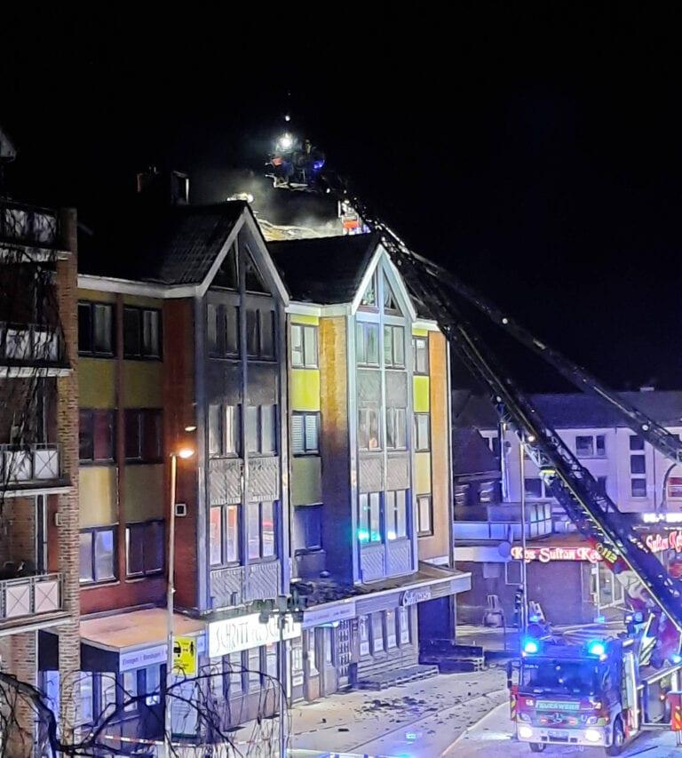 Dachstuhlbrand in der Innenstadt – Schützenstraße gesperrt